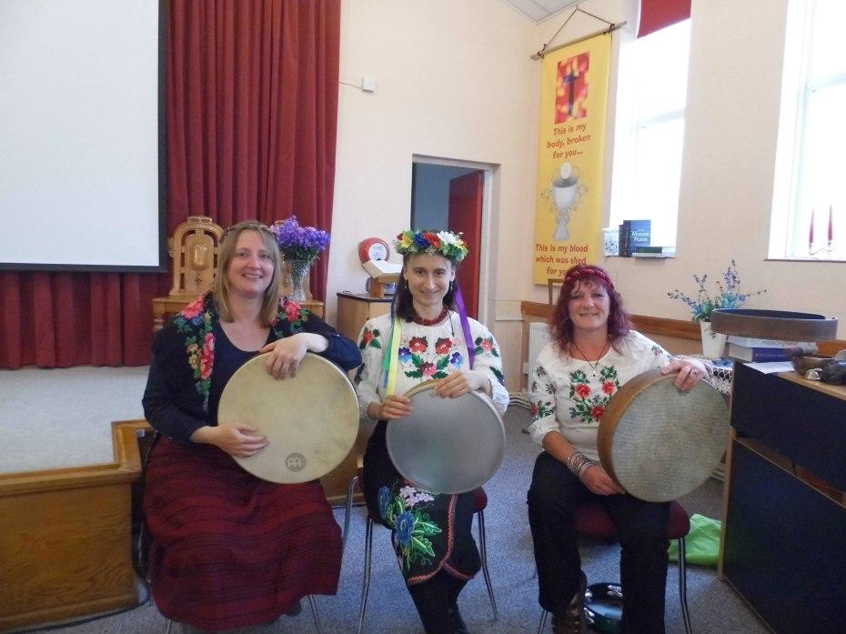 Incidentals perform Ukrainian song in Ukrainian gear